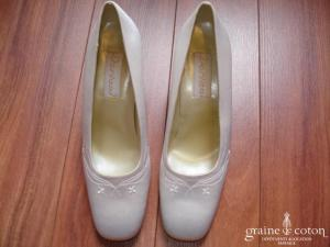 Doriani - Escarpins (chaussures) en satin blanc brodé