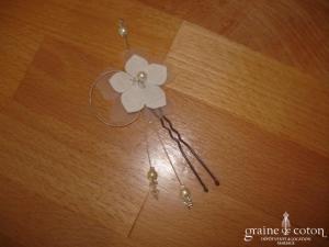 Au Fil Perlé - Pic à chignon fleur et perles