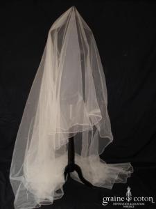 Voile en tulle ivoire perlé long de 3 mètres environ