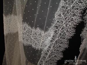 Manuel Mota (Pronovias) - Voile long de 3,50 mètres en tulle plumetis bordé de fine dentelle de Calais