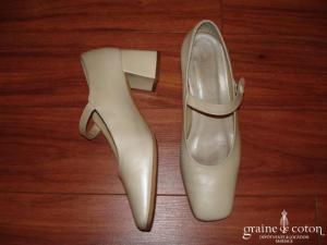 Chaussures babies en cuir ivoire à bout et talon carré