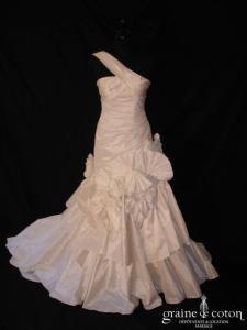 Harriet de Prag pour Cymbeline - Dionne (taffetas de soie drapé plissé noeuds bretelle taille basse sirène)
