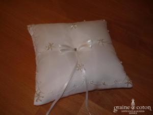 Coussin d'alliances - Perles argentées et blanches