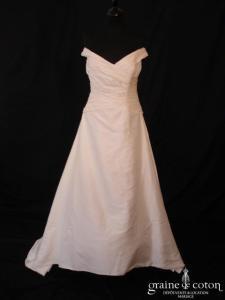 Pronuptia - Robe drapée en soie sauvage avec bretelles sur les épaules (coeur)