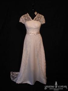 Création italienne - Robe en satin et dentelle blanche (bretelles manches V noeud)