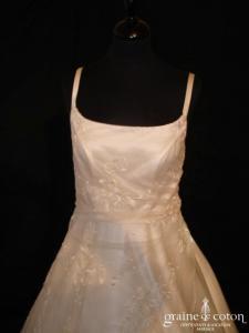 Création italienne - Robe en satin, dentelle et tulle ivoire (V bretelles)