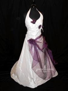 Aurye Mariage - Féline en taffetas ivoire et violet (bretelle tour de cou drapé organza)