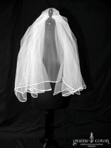Voile mi long en tulle blanc bordé d'un biais de satin (W12b avec rabat)