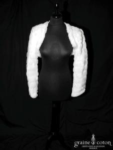 Boléro à manches longues en fausse fourrure blanche (E27)