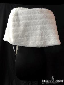 Étole en fausse fourrure ivoire avec noeud (E22)