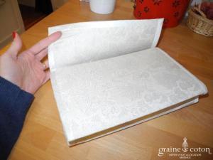 Création - Pochette en brocard et soie sauvage ivoire