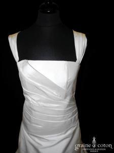 Courman - Robe en soie sauvage drapée ivoire avec larges bretelles (dos boutonné)