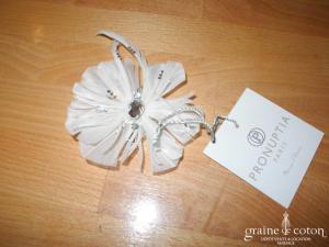Pronuptia - Pince fleurs en plumes et strass