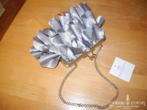 Pronuptia - Pochette en satin gris façon pétales