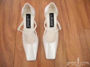 Artel - Escarpins (chaussures) en soie ivoire