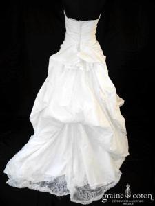Pronuptia Créateur - Création en soie sauvage ivoire et dentelle (drapé coeur)