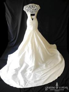 Pronovias - Prototype drapé en soie sauvage ivoire (taille basse sirène manches)