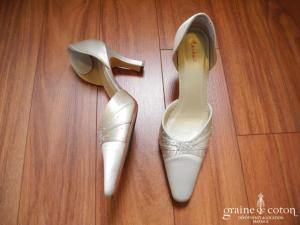 Rainbow - Escarpins (chaussures) en satin ivoire drapé et perlé