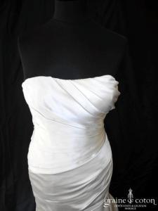 White One pour Pronovias - Oys (satin drapé taille basse fourreau sirène)