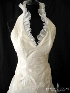 Création - Robe taille basse tour de cou en soie sauvage, organza et dentelle ivoire