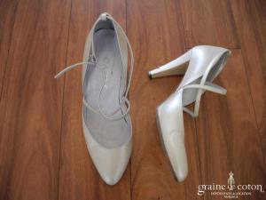Carys - Escarpins (chaussures) en cuir ivoire type babies