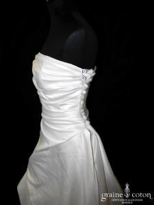 Pronuptia - Robe drapée en satin ivoire clair