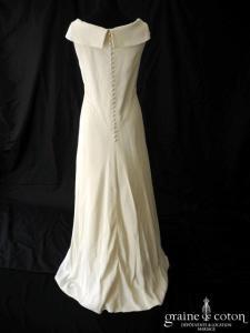 Karl Lagerfeld - Robe/prototype encolure bateau en crêpe de soie ivoire (bretelles empire fluide)