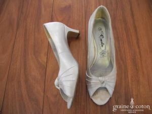 Carla Selvone - Escarpins (chaussures) ouvertes en satin ivoire