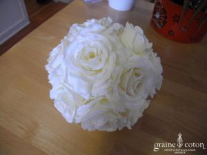 Boule de fleurs (roses) ivoires à suspendre