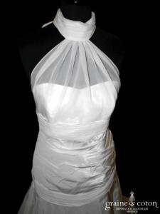 Masumi - Création en taffetas ivoire drapé avec tour de cou en mousseline (taille empire basse dos boutonné bretelles)