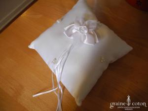 Coussin d'alliances en satin blanc