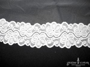 Voile long de 3 mètres en tulle ivoire clair bordé d'un galon de dentelle