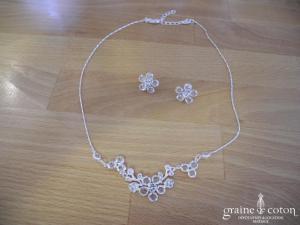 Bianco Event - Parure (collier et boucles d'oreilles) fleurs en perles transparentes