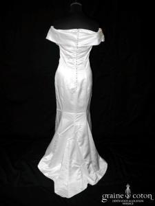 Pronuptia - Robe droite en satin ivoire à encolure sur les épaules (sirène bretelles manches coeur dos boutonné)