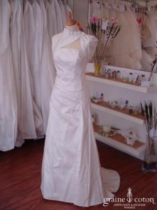 Robe épurée trois pièces en soie sauvage ivoire