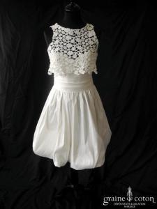 Catherine Alhinc - Création courte en doupion de soie ivoire avec 2 boléros en guipure de coton (coeur boule bretelles)