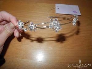 Bianco Evento - Diadème fin / headband en fil argenté et fleurs en perles transparentes (30)