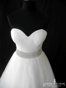 Création en tulle plissée blanc et ceinture strassée (coeur drapé laçage)