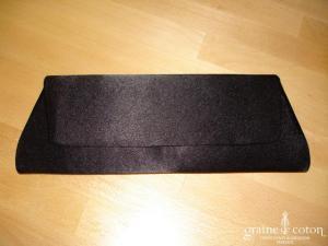 Pochette en satin noir