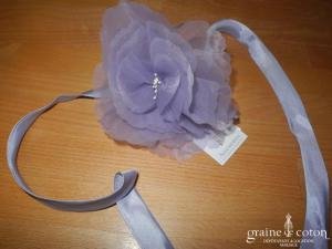 Prudence Macé pour Pronuptia - Collier/tour de cou en satin et fleur en organza parme