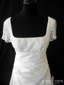 Créations Bochet - Robe empire en dentelle et taffetas ivoire avec manches (drapé organza plissé bretelles dos boutonné)