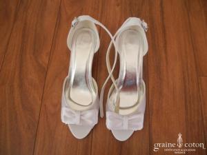Escarpins (chaussures) ouverts en satin blanc
