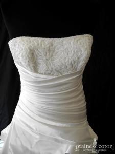 Pronovias - Prototype en satin ivoire drapé (coeur taille basse laçage)