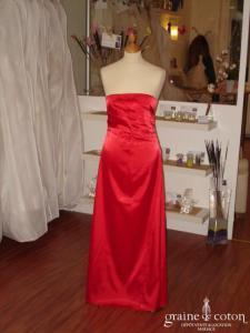 Robe longue de soirée en satin rouge et son étole