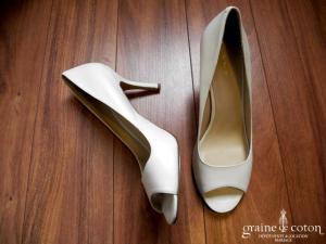 Nine West - Escarpins (chaussures) ouverts blancs