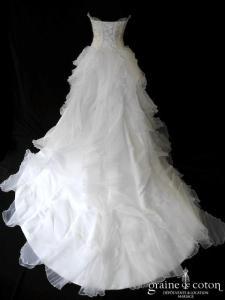 Priam -  Robe blanche et ivoire en volants d'organza plissé et  paillettes (laçage coeur)