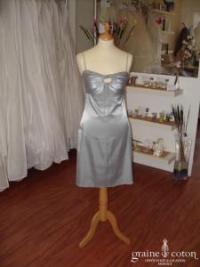 La petite française - Robe courte en satin gris (non stocké en boutique, essayage sur demande)