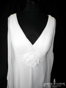 White One - Robe en mousseline fluide (empire drapé bretelles décolleté V manches)
