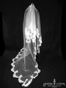 Cymbeline - Voile long de 2,5 mètres en tulle ivoire clair bordé de dentelle de Calais