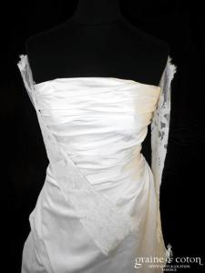 Pronuptia - Robe en soie ivoire et dentelle avec manches en dentelle (côté boutonné drapé)